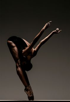 Courtney Henry. (RJ Muna) - Taller ballerinas reach new heights - The Washington Post