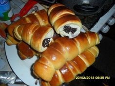 Cornuri umplute cu ciocolata - imagine 1 mare Pastry And Bakery, Bread And Pastries, Pastry Cake, Croissant, Romanian Food, Bread Cake, D 20, Sweet Bread, Diy Food