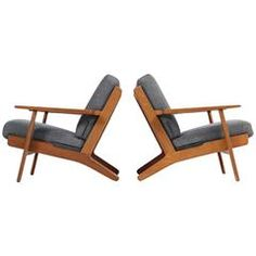 Fantastic Pair of Hans J. Wegner Low Lounge Easy Chairs Mod. GE 290 Oak GETAMA