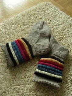Inkeri-sukat koko: nainen langat: Novita 7 Veljestä -lankaa, 100 g meleerattua beigeä (060) ja pieniä jämäkeriä 7 Veljestä -lanka... Easy Knitting, Knitting Socks, Knitting Patterns, Crochet Patterns, Crochet Socks, Crochet Doilies, Knit Crochet, Knit Wrap, Wool Socks