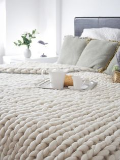 Chunky Wool Knit Blankets to Buy or DIY