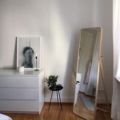 Find images and videos about room, interior and minimal on We Heart It - the app to get lost in what you love. Room Ideas Bedroom, Home Decor Bedroom, Design Bedroom, Bedroom Furniture, Minimalist Room, Minimalist Apartment, Aesthetic Room Decor, Dream Rooms, My New Room
