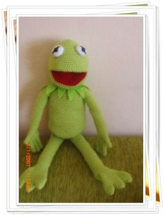 amigurumi piglet ve kermit yapılışı. Kermit The Frog, Free Crochet, Free Pattern, Diy And Crafts, Hello Kitty, Crochet Patterns, Crochet Ideas, Dinosaur Stuffed Animal, Cartoon