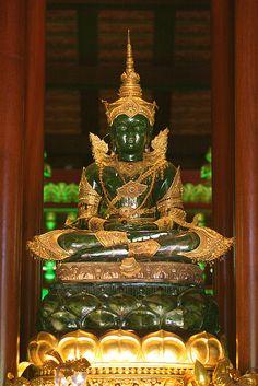 Emerald Buddha   Wat Phra Keow, Chiang Rai, Thailand √