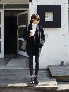 Urban korean simple korean street style looks east asian fas Korean Fashion Winter, Korean Street Fashion, Korea Fashion, Asian Fashion, Autumn Winter Fashion, Japan Winter Fashion, Fall Winter, Fashion Moda, Look Fashion
