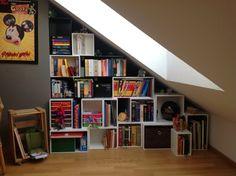 Regal unter einer Dachschräge. Shelf under slanted roof. www.cubit-shop.com