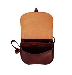 Unikátna Kožená kabelka je vyrobená z prírodnej triesločinenej usne z ručným natieraním a následným tieňovaním krajov.Následné je ošetrená priehľadným lakom Mobiles, Saddle Bags, Fashion Backpack, Backpacks, Sling Bags, Backpack