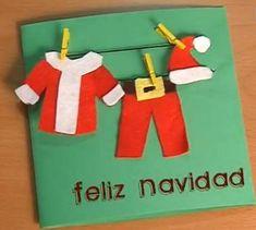 Contagia a tus peques el espíritu de estas fiestas eligiendo juntos manualidades para decorar la casa en Navidad. Obsequia a tus familiares una tarjeta navideña con la ropa de Papa Noél, será ideal para el arbolito.