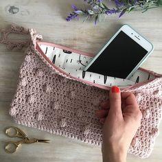 Crochet Wallet, Crochet Quilt, Love Crochet, Crochet Yarn, Easy Crochet, Knitting Stitches, Free Knitting, Knitting Patterns, Crochet Patterns