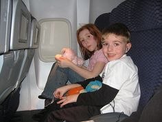 list of things to entertain kids on an airplane - good stuff on this list!