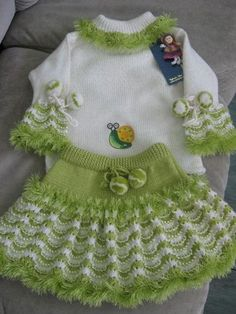 Детский костюм связанный спицами. Вязанные детские костюмы спицами
