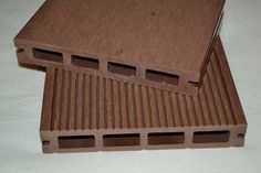 Bamboe composiet terrasdelen  Terrasplanken van composiet bestaan voor 60% uit bamboe in combinatie met gerecyclede PE + toevoegingen.  verkrijgbaar in verschillende kleuren.   Het product is onderhoudsarm en zeer duurzaam. 10 JAAR fabrieksgarantie op dit product. 60euro/m2 incl btw