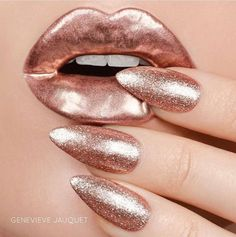 75 Pretty ways to have glitter nails 6 - Hair and Beauty eye makeup Ideas To Try - Nail Art Design Ideas Gold Gel Nails, Sand Nails, Rose Gold Nails, Coffin Nails, Glitter Nails, Yellow Nails, Marble Nails, Green Nails, Black Nails