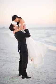 wedding photography: beach wedding