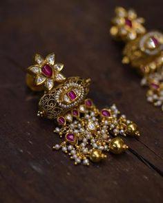 Antique Jewellery Designs, Gold Jewellery Design, Antique Jewelry, Antique Gold, Ear Cuff Jewelry, Jewlery, Jewelry Box, Unique Earrings, Gold Earrings