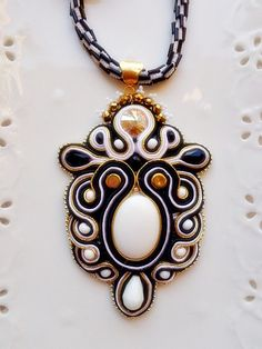 Soutache pendant optical black&white young fall winter trend with swarovski crystals Diy Jewelry, Beaded Jewelry, Jewelery, Handmade Jewelry, Jewelry Making, Soutache Pendant, Soutache Necklace, Pendant Necklace, Earrings
