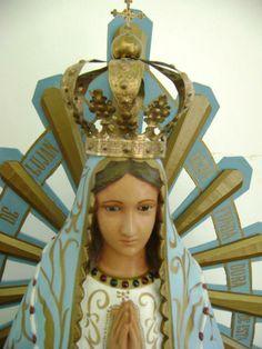 Nuestra Señora de Luján  ¡Oh Inmaculada Virgen María! Que habéis querido ser venerada por los fieles bajo el título de Nuestra Señora de Luján, manifestando en la imagen que os está dedicada en aquel pueblo, vuestro poder, vuestro amor y vuestra gloria; tened compasión de nosotros y líbranos de tantos males como nos rodean.  Amen.