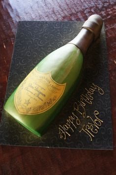 47 Ideas Birthday Cake Decorating Ideas For Women Shape Birthday Cake Wine, 40th Birthday Cakes For Men, 21st Birthday Cupcakes, Champagne Birthday, Champagne Party, Birthday Ideas, Don Perignon, Wine Bottle Cake, New Year's Desserts