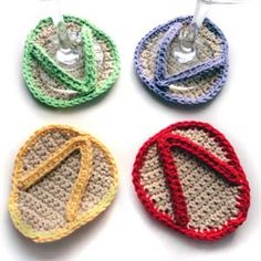 Crochet flip flop wine coasters projects-with-yarn Crochet Cozy, Love Crochet, Crochet Gifts, Crochet Flip Flops, Knitting Patterns, Crochet Patterns, Paper Patterns, Crochet Coaster Pattern, Crochet Phone Cases