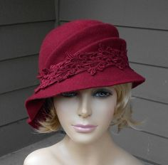 This beautiful ladies cloche is made from wool felt, and hand draped over an antique hat block. Please indicate your head size measurement when