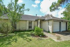 Alan Jacobs, Broker/Owner Jacobs Real Estate - - Wonderful home with no back neighbors and a huge lot! League City, Landing, Garage Doors, Shed, Outdoor Structures, The Originals, World, Outdoor Decor, Home Decor
