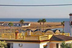 Apartamento Conil Conil de la Frontera Located 34 km from C?diz and 46 km from Jerez de la Frontera, Apartamento Conil offers accommodation in Conil de la Frontera. The unit is 39 km from El Puerto de Santa Mar?a.  A TV is available.