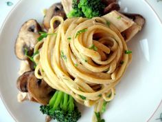 Linguine with Mushrooms, Chicken, and Broccoli