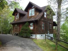 Hawk's Nest • This is a lovely 3 BR cabin located just a few minutes from downtown Gatlinburg.