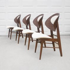 LOVE THESE SALE 4 kodawood mid century danish modern clam shell dining chairs Danish Modern, Mid-century Modern, Modern Door, Howard House, Chaise Chair, Shaker Furniture, Vintage Interior Design, Antique Chairs, Modern Dining Chairs