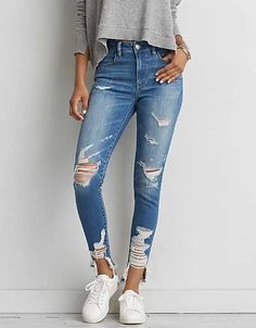 Skinny Jeans for Teens Not all skinny jeans are made equal. Some are classic jeans material, others stretchy. Not all skinny jeans fit each body… Best Ripped Jeans, Jeans Skinny, Sexy Jeans, Casual Jeans, Women's Jeans, Jeans Shoes, Women's Casual, Dress Casual, Cargo Pants Women