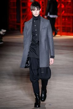 Diesel Black Gold Fall 2017 Menswear Collection Photos - Vogue Штаны и рубашка