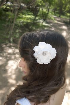 Bella, white bridal hair flower, completely handmade ---New bridal accessory collection is out on our Etsy now! www.etsy.com/shop/handandheritage