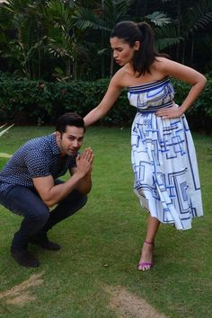 30 Photos For Everyone Who Likes To Pretend Varun Dhawan And Alia Bhatt Are Dating Bollywood Couples, Bollywood Actors, Bollywood Celebrities, Bollywood Girls, Alia Bhatt Varun Dhawan, Aalia Bhatt, Alia Bhatt Cute, Alia And Varun, Glitz And Glam