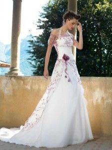 Love This White w/Purple Flowers Wedding Dress! Boho Chic Wedding Dress, Wedding Dresses With Flowers, Classic Wedding Dress, Colored Wedding Dresses, Bridal Dresses, Wedding Gowns, Prom Dresses, Wedding Attire, Wedding Hair