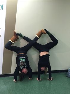 Bitch if we tried doing this we'd fucking fall over and hit our face on the ground 😂😂😂 Love My Best Friend, Best Friend Pictures, Bff Pictures, Best Friend Goals, Friend Pics, Best Freinds, Best Friends Forever, Sisters Goals, Best Friend Photography