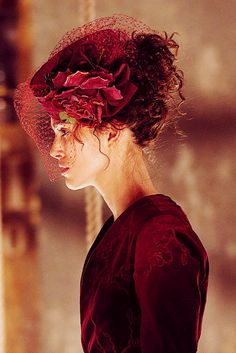 Anna Karenina - tocado burdeos flores y redecilla