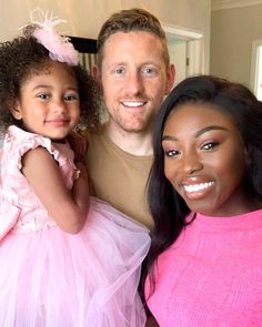 Image may contain: 3 people, child Interacial Love, Interacial Couples, Biracial Couples, Biracial Hair, Cute Family, Family Goals, Family Matters, Couple Goals, Beautiful Little Girls