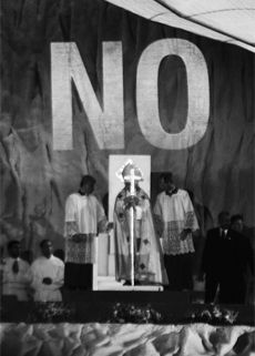 Santiago Serra: 'No proyectado sobre el Papa'
