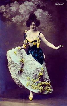 Saharet, Australian-born can-can dancer of the Belle Epoque. Vintage Photos Women, Antique Photos, Vintage Pictures, Vintage Photographs, Burlesque Costumes, Circus Costume, Cabaret, Le Moulin Rouge Paris, Burlesque Vintage