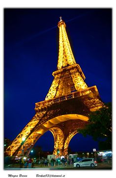 Eiffel tower, night perspective - (CC)Moyan Brenn - www.flickr.com/photos/aigle_dore/5237960579/in/set-72157625202843022