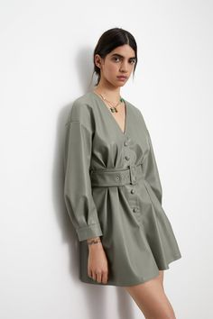 This season's key dresses at ZARA online. Enter now and discover all the dresses of the new collection at ZARA. Girly Outfits, Cute Casual Outfits, Fashion Outfits, V Neck Dress, New Dress, Leder Outfits, Faux Leather Dress, Tiered Dress, Zara Dresses
