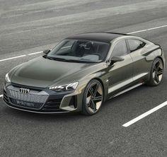2 months after releasing its first electric car, Audi unveils a electric sedan powered by Porsche. The E-Tron GT Concept,… Audi Rs, Audi Sport, Sport Cars, Lamborghini, Allroad Audi, Porsche, Automobile, Street Racing Cars, Top Cars