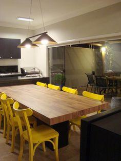 Cadeiras Lapa na cor amarela decorando a sala de jantar da nossa cliente Aryadne Muehlbauer. Não ficou lindo? <3