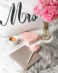 Image Beautiful, Flat Lay Photography, Vintage Makeup, Disney Instagram, Coffee Love, Style Vintage, Pink Aesthetic, Art Music, Design Crafts