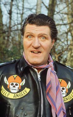 Tommy Cooper: his 25 funniest jokes British Humor, British Comedy, British History, Tommy Cooper, Top Comedies, Comedy Actors, Vintage Television, Vintage Tv, My Childhood Memories