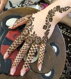 Mehndi is an important part of every Muslim woman's eid look adding to the beauty and grace of hands and feet. If you havent yet finalized your eid mehndi design then I bring to you some of the latest henna patterns to try out this year for bakra eid. Henna Hand Designs, Dulhan Mehndi Designs, Mehandi Designs, Mehndi Designs Finger, Latest Arabic Mehndi Designs, Mehndi Designs Book, Modern Mehndi Designs, Mehndi Design Pictures, Mehndi Designs For Beginners