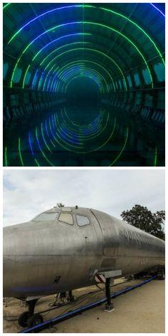 Можно осуществить путешествие, посетив световое шоу Porta Estellar, которое доставит вас за много световых лет, от земли и обратно, всего за шесть земных минут. Оно расположено внутри фюзеляжа старого самолета DC-9. В то время как он остается неподвижным, некоторые посетители говорят, что это световое шоу на самом деле дает ощущения полета. #светодиоды #подсветка #светодизайн #дизайнсвета #световоешоу #светодиодноешоу #свет #светодиоднаяподсветка #световаяинсталляция #светодиоднаяинсталляция