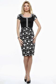 Rochie grafica alb/negru cu dungi si flori. Dresses For Work, Fashion, Moda, Fashion Styles, Fashion Illustrations