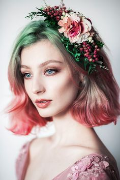 I would actually love to do this with my hair! I would actually love to do this with my hair! Portrait Photos, Portrait Photography, Grey Green Eyes, Blue Eyes, Pretty People, Beautiful People, Beautiful Pictures, Fotografie Portraits, Hair Reference