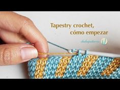 Tapestry crochet, getting started. Tutorial which shows the basic steps for practicing tapestry crochet for making color-work with our crochet hook. Work a small sample to carry and wrap an additional color and then make color changes to form a pattern. Love Crochet, Bead Crochet, Crochet Crafts, Crochet Projects, Tapestry Crochet Patterns, Knitting Patterns, Tunisian Crochet, Crochet Stitches, Baby Blanket Crochet